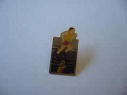 PIN'S PINS PIN PIN's ピンバッジ   TOUT B COURT - Athlétisme