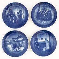 Royal Copenhagen Porcelán Tálak, Karácsonyi Jelenetekkel, 4 Db, Hibátlanok, Jelzettek, D: 18 Cm - Porselein & Ceramiek