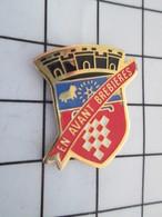 516b Pin's Pins / Beau Et Rare / THEME : VILLES / BLASON ECUSSON ARMOIRIES EN AVANT BREBIERES - Villes