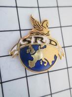516b Pin's Pins / Beau Et Rare / THEME : MARQUES / SRD CHEVAL AILE PEGASE GLOBE TERRESTRE - Marques