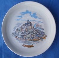 Assiette Mont ST Michel Porcelaine CASTELROUX - Porselein & Ceramiek