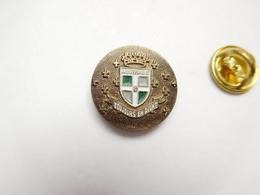 Beau Pin's , Armée Militaire ,  Toujours En Avant ,  Austrasie ,  8e Régiment D'infanterie , Blason - Militares