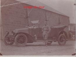 PHOTO ANCIENNE MILITAIRE DEVANT SON  AUTOMOBILE A IDENTIFIER THIONVILLE - Automobiles