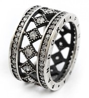 Ezüst(Ag) Széles Gyűrű, Apró Kövekkel, Pandora Jelzéssel, Méret: 50, Bruttó: 5,9 G - Sin Clasificación
