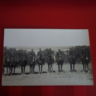 CARTE PHOTO SOLDATS CAVALIERS NIMES ? - Militaria