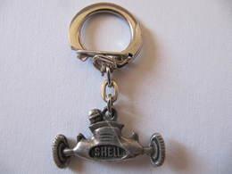 Porte Clé - Porte Clef - ESSO - VOITURE DE COURSE - METAL - Schlüsselanhänger