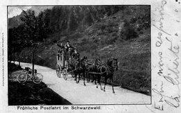 DC2112 - Fröhliche Postfahrt Im Schwarzwald Postkutsche Post Fahrrad - Poste & Postini