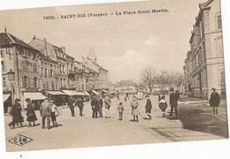 CPA. D. 88 , N°7609, Saint Die ,La Place Saint Martin, Animée -Ed. C. Lardier - Saint Die