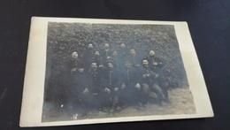 Carte Postale PHOTO MILITAIRE   GROUPE   A IDENTIFIER en L Etat Sur Les Photos - Personajes