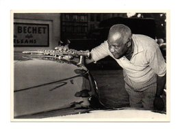 Jazz: Sydney Bechet, Saxophone Sur Le Capot De Voiture, 1951 (20-814) - Música Y Músicos