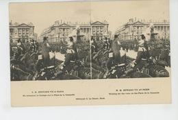 """PARIS - S.M. EDOUARD VII A PARIS - En Attendant Le Cortège Sur La Place De La Concorde - Carte STEREO """"Le Merveilleux """" - France"""