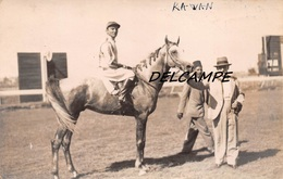 "EGYPTE- ALEXANDRIE- Champ De Courses Propriétaires Cheval ""RAWAN"" Et Son Jockey. Carte Photo Zachary's Press Agency 1925 - Horse Show"
