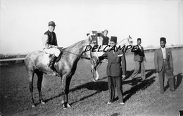 "EGYPTE- ALEXANDRIE-Champ De Courses Propriétaire Cheval ""Renard Bleu"" Et Son Jockey.Carte Photo Zachary's Press Agency - Horse Show"
