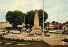 D33  ANDERNOS  Le Monument  ..... Avec 2CV Citroen DS Rouge Renault R16 Etc ... - Andernos-les-Bains