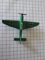 Modèle Réduit En Métal Années 70 : MATCHBOX JU-87 STUKA , TB état ; Pour La Taille Voir Les Carreaux Qui Font 1 Cm - Luchtvaart
