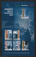 ITALIA  2019 - USATO : Grande Foglietto Giornata Della Filatelia - Serie DEMOCRATICA  Annullo 1° Giorno - Adesivi - 6. 1946-.. Repubblica