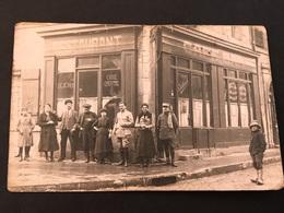 CPA 1900/1920 Carte Photo Attroupement Devant Café Bar Restaurant à Situer - Hotels & Restaurants