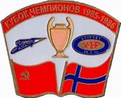 Badge Pin: UEFA CUP 1985-86 FC Zenit St. Peterburg USSR - Vålerenga Fotball  Denmark - Football