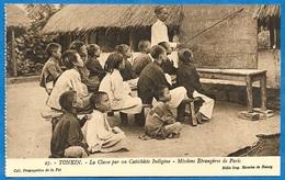 CPA TONKIN - La Classe Par Un Catéchiste Indigène - Missions Etrangères De Paris * Religion Catholique - Vietnam
