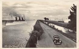 Egypte Egypt  Le Suez Canal , Oldtimer Car Train Steamer Boat Ship     M 3444 - Suez