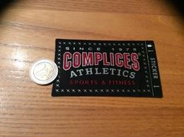 AUTOCOLLANT, Sticker «COMPLICES ATHLETICS» (vêtements, Jeans) - Pegatinas