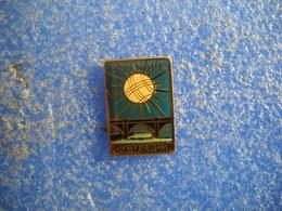 989   PINS Pin's Pétanque CHATEAULINOISE        Boules CHATEAULIN  29 - Pétanque