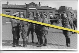 GARE PARIS OU BANLIEUE BATIMENT  PETITE VITESSE  OFFICIERS  ALLEMANDS   1940 / 1944 - Stations Without Trains