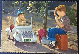 Niño Haciendo Auto Stop. - Gruppi Di Bambini & Famiglie