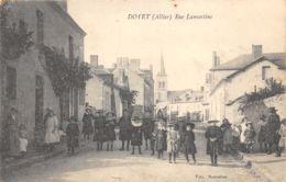 03-DOYET-PASSANTS RUE LAMARTINE-N°2040-C/0335 - Autres Communes