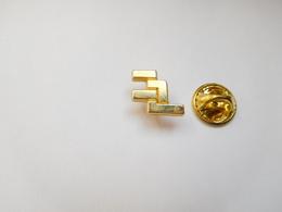Beau Pin's En Zamac , Logo à Identifier , Signé CMC - Badges