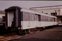 Photo Diapo Diapositive Slide Train Locomotive Wagon Expo Triangle De La Pyramide François Noël En 1992 VOIR ZOOM - Diapositives