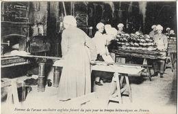 MILITARIA GUERRE 1914 FEMMES ANGLAISES ARMEE AUXILIAIRE FAISANT DU PAIN BOULANGERIE - Guerre 1914-18