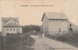 MORHET .( Vaux Sur Sûre ), La Gare  Et L'hotel De La Gare ,( édit  L. Duparque , Florenville ) - Vaux-sur-Sûre