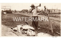 ANZACS IN FRANCE A BRAWNY MAORI BUTCHER OLD B/W POSTCARD DAILY MAIL WAR PICTURES SERIES NO 158 BATTLE PICTURES - Guerre 1914-18
