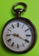 MONTRE GOUSSET En ARGENT - Vers 1900 - A 3 Couvercles - NE FONCTIONNE PAS - Etat D'usage - Relojes De Bolsillo
