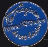 65313-Pin's.canevas Et Broderies Au Point De Croix De La Marque Royal Paris.Couture. - Marques