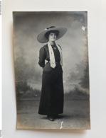 Foto Photo Ak Cp Hutmode Mode Femme 1912 - Châteaulin