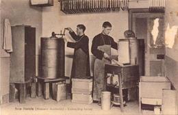 Australie, Western Autralia, New Norcia,  Mission, Extrating Honey, 1934      (bon Etat) - Australia