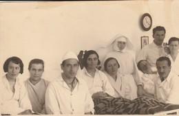 Nurses And Patients -unidentified Location - Infirmières Et Patients - Lieu Inconnu - Cruz Roja