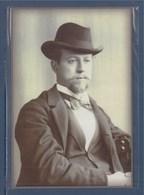 Portrait De Louis Yvert, Créateur De La Maison Philatélique Yvert Et Tellier En 1896 Sous Pochette - Postal Services