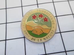 516b Pin's Pins / Beau Et Rare / THEME : ASSOCIATIONS / UNION TOURISTIQUE LES AMIS DE LA NATURE POIGNEE DE MAINS - Verenigingen
