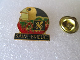 PIN'S   POMPIERS    SAINT  BRIEUC - Brandweerman