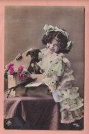 OLD  PHOTO POSTCARD - CHILDREN - GIRL   WITH DOG - DACHSHUND - Photographs