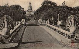 Pointez Sur L'image Pour Zoomer CPA - (Cambodge) Pnom Pnenh - Pont Des Nagas (serpents Polycéphales) - Cambodia