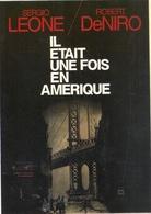 """"""" IL ETAIT UNE FOIS EN AMERIQUE """"   Avec SERGIO LEONE & ROBERT DE NIRO . CARTE NON ECRITE - Affiches Sur Carte"""