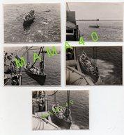 5 PHOTOS DE 1942 - MILITARIA - NAVIRE DE GUERRE FNFL - MISE A L'EAU D'UN BATEAU A RAMES AVEC 7 MARINS DIRECTION BEYROUTH - Schiffe