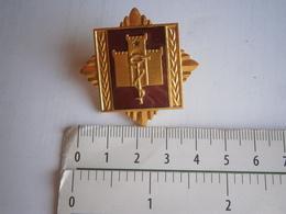 YUGOSLAVIA ARMY JNA MILITARY ACADEMY HOSPITAL BADGE Medal LOGO D'HÔPITAL D'ACADÉMIE MILITAIRE DE L'ARMÉE DE YOUGOSLAVIE - Militares