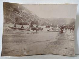 Loire. Le Pertuiset. Unieux. 1898. Militaires. Manœuvre Des Dragons. Traversée Des Chevaux  11x8.5 Cm - Anciennes (Av. 1900)