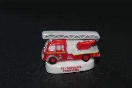 Fève De La Série 18 SAPEURS POMPIERS - Camion De Pompier - 2005 - (Réf. 011) - Charms