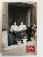Photo Foto Deux Femmes Avec Fotoalbum - Photographs